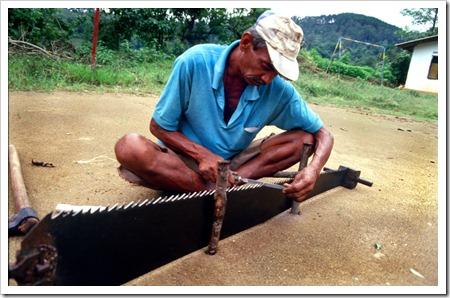 Workmen fixing saw, Ella, Sri Lanka © Jason Jones