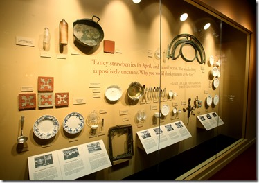 Serving utensils, dishes and tiles