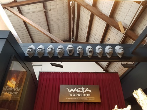 The many heads of Kong