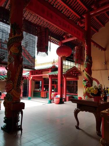Visiting a Chinese temple