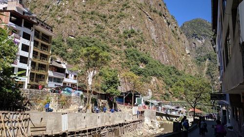 Shovelling earth into the Urubamba river