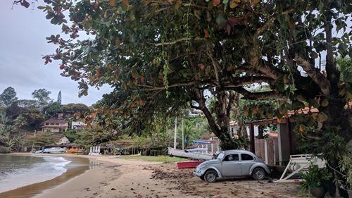 A car on the Praia Grande beach