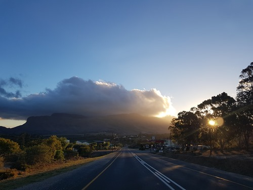 A sunset across the R62 in Barrydale