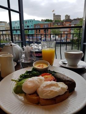 Breakfast in Windsor